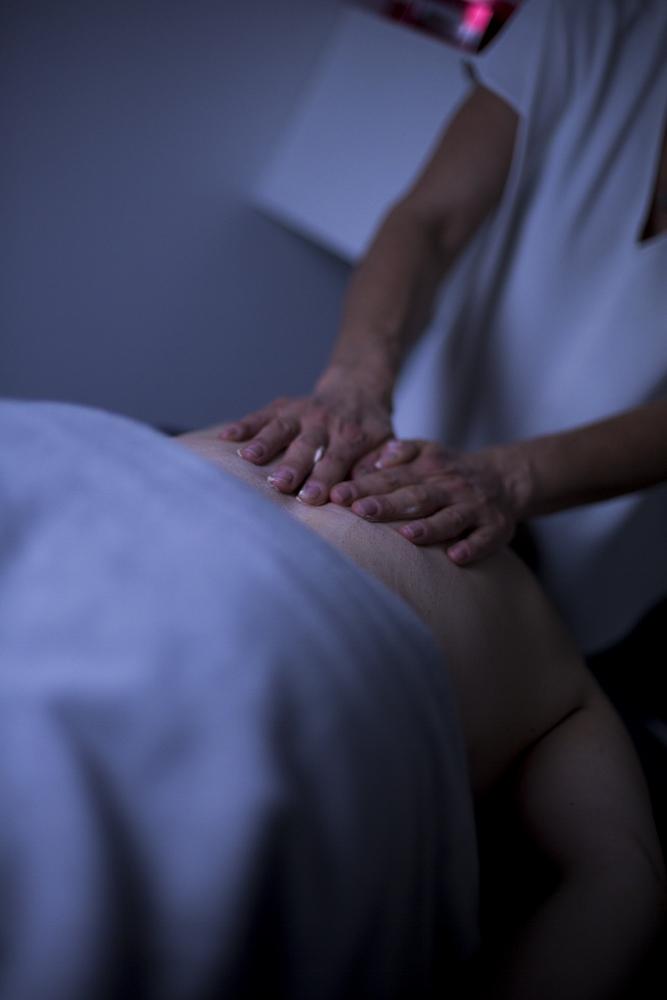 Esthéticienne soins corps à domicile Nantes
