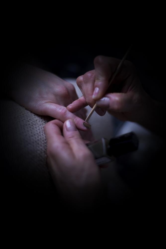 Soin ongles pose de vernis à domicile à Nantes